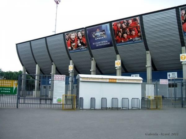 """Очень часто вокруг стадиона  """"Славутич-Арена """" обрисовывают здания, помещения различной футбольной символикой."""