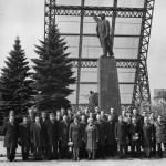 public://uploads/photos/pamyatnik-leninu-v-zaporozhye-staroe-foto-70-godi.jpg