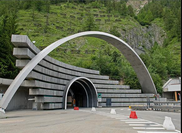 Картинки по запросу 1965  Торжественно открыт туннель под высочайшей горой Западной Европы – Монбланом