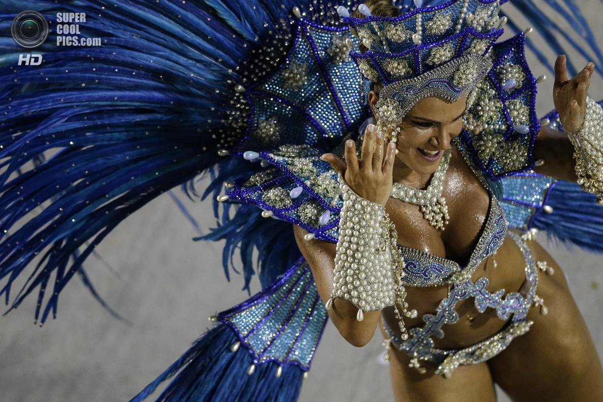 Фото красивых девушек на карнавале 10 фотография