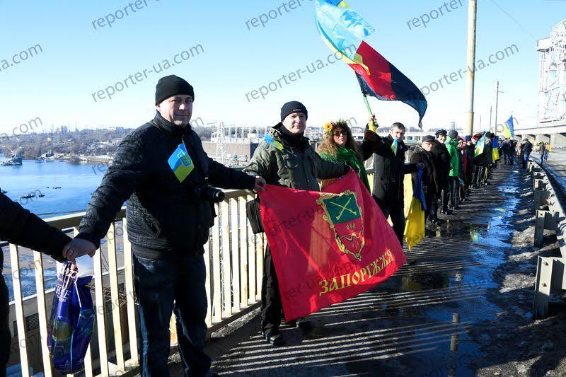 Жители Запорожья выстроили живую цепь на ДнепроГЭСе - Цензор.НЕТ 1454