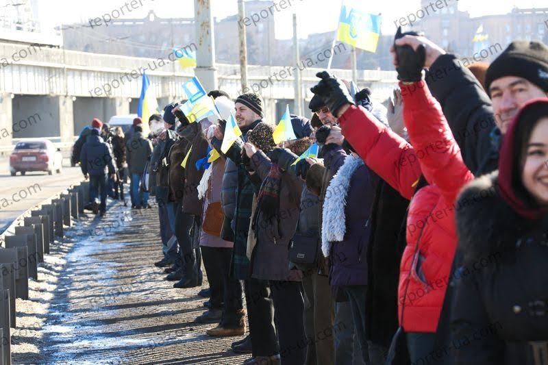 Жители Запорожья выстроили живую цепь на ДнепроГЭСе - Цензор.НЕТ 94