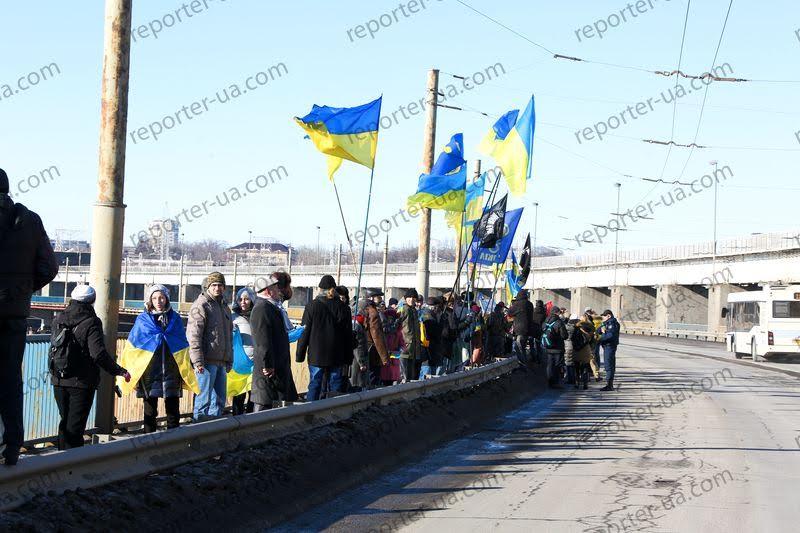 Жители Запорожья выстроили живую цепь на ДнепроГЭСе - Цензор.НЕТ 4935